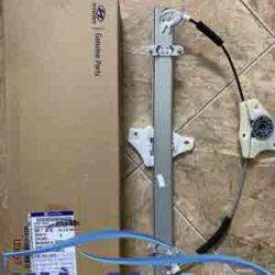 phutunggiare.vn -Compa lên kính Hyundai i10 Grand - 82403B4010-6